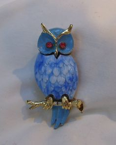 Vintage blue owl brooch molded plastic body pink rhinestone eyes