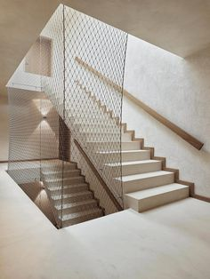 Image 7 of 16 from gallery of Oetlisberg Housing / Urben Seyboth Architekten. Photograph by Kuster Frey Fotografie Concrete Formwork, Concrete Staircase, Stair Handrail, Concrete Patio, Staircase Design, Building Stairs, Building A House, Stair Renovation, Triangle House
