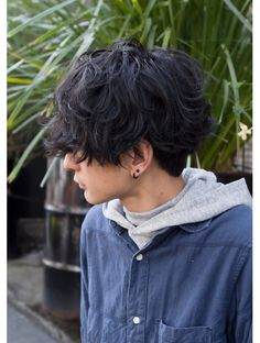 boat by ROVER 重マッシュパーマ:L002589996|ボート(boat by ROVER)のヘアカタログ|ホットペッパービューティー Tomboy Haircut, Short Hair Tomboy, Androgynous Haircut, Tomboy Hairstyles, Cool Hairstyles, Ftm Haircuts, Cool Haircuts, Hair Reference, Aesthetic Hair
