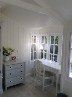 My beautiful Scumble Goosie desk in the new Summerhouse.