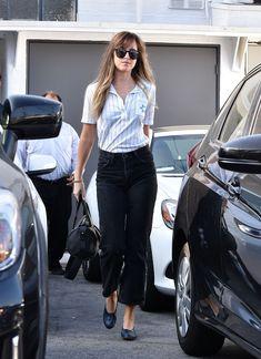 Simple but perfect! Dakota Johnson leaving Mèche Salon in West Hollywood (Jun Cr. Estilo Dakota Johnson, Dakota Johnson Street Style, Dakota Style, Girl Fashion, Fashion Outfits, Casual Looks, Celebrity Style, Casual Outfits, My Style