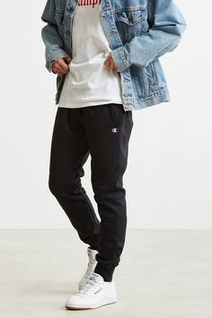 Champion Reverse Weave Jogger Pant - Men's style, accessories, mens fashion trends 2020 Jogger Outfit, Sweatpants Outfit, Mens Sweatpants, Black Joggers Outfit, Jogger Sweatpants, Black Trousers, Style Hipster, Hipster Man, Winter Hipster