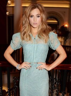 Suki Waterhouse - Photo: Getty Images#Vogues#Taking Bombshell Hair to New Heights: The Sixties Influence of Léa Seydoux, Poppy Delevingne, and Suki Waterhouse