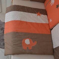 éléments de décoration pour une chambre de bébé dans les tons beiges ...
