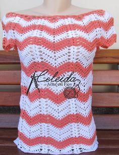 Blusa de crochê colorida, meia estação! Amei o resultado de chevrons coloridos   Usei  1 novelo de cada cor do fio Camilla 1000 da Costs ...