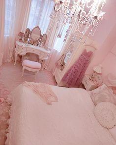 Villa V by Paul de Ruiter Architects Cute Room Ideas, Cute Room Decor, Girl Bedroom Designs, Room Ideas Bedroom, Girly Bedroom Decor, Kawaii Bedroom, Pretty Room, Pink Room, Aesthetic Bedroom