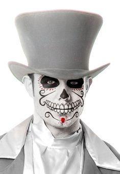 The designs for face painting on Halloween can be as simple or as artistic and detailed as you like. You love to try these amazing Halloween Makeup for Men. Halloween Kostüm, Halloween Costumes, Men's Costumes, Trendy Halloween, Vintage Halloween, Maquillaje Sugar Skull, Day Of Dead, Mascaras Halloween, Dead Makeup