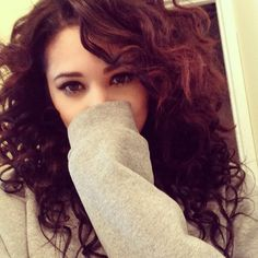 Damn Jasmine V is soo pretty either way straight or Curly! #Jealous # Jealously!