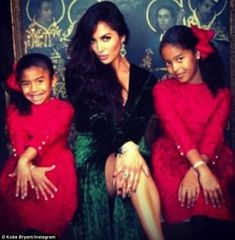 Kobe Bryant shows off wife Vanessa in emeralds and Gucci gown. in Christmas family photo Kobe Bryant And Wife, Kobe Bryant Family, Kobe Bryant 24, Kobe Bryant Daughters, Vanessa Bryant, Dodgers, Kobe Bryant Pictures, Gucci Gown, Kobe Bryant Black Mamba