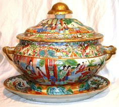Late 18th century Chinese Export Famaille Rose Mandarin porcelain soup tureen, c1780.