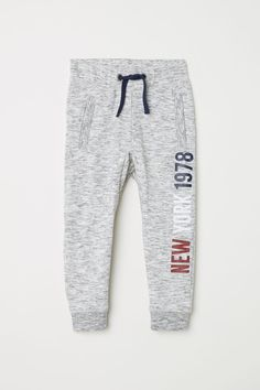 Joggers in sweatshirt fabric with an elasticized drawstring waistband, side pockets with zip, and ribbed hems. Boys Joggers, Mens Jogger Pants, Men Trousers, Sweat Pants, Mens Fashion Suits, Fashion Pants, Sporty Fashion, Sporty Chic, Comfortable Mens Dress Shoes