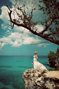 Wedding Dress Shot at Honeymoon Place #weddingphotography #honeymoon