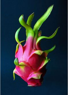 10 Amazing Benefits Of Dragon Fruit....well, actually, this is NOT so yum or maybe I haven't yet met a dragon fruit I've actually liked.....