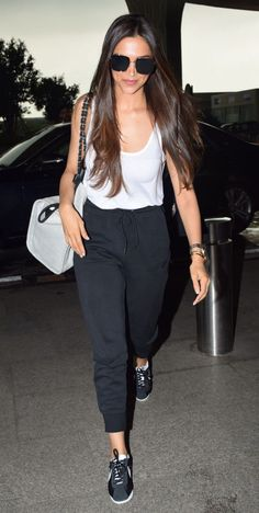 Deepika padukone airport look - - Casual Day Outfits, Celebrity Casual Outfits, Celebrity Look, Trendy Outfits, Fashion Outfits, Popular Outfits, Style Casual, Casual Looks, Style Deepika Padukone