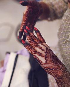 Latest Wedding Mehndi Designs For Beautiful Brides - Mehandi Designs Kashee's Mehndi Designs, Stylish Mehndi Designs, Wedding Mehndi Designs, Henna Designs Easy, Beautiful Mehndi Design, Mehndi Designs For Hands, Engagement Mehndi Designs, Bridal Mehndi Dresses, Mehndi Designs For Beginners