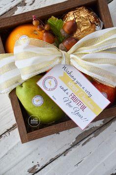 Christmas Gift: North Pole Produce and Printable Gift Tags | theidearoom.net