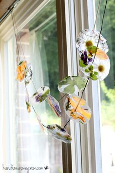 This Nature Suncatcher Garland is the way to get creating! It is a fun kids activity that will keep feeling crafty! If you are looking for more boredom busting ideas check out all our summer crafts and activities ideas to Crafts For Kids To Make, Projects For Kids, Art For Kids, Craft Projects, Craft Ideas, Garden Crafts For Kids, Kids Diy, 4 Kids, How To Make