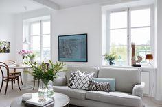Living room - Gubi lamp - Thornet chairs - Norr Mälarstrand 88 -  ESNY