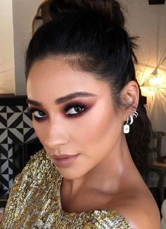 Checkout this unexpected eye shadow color Shay Mitchell is absolutely obsessed with...