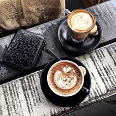 photography inside the cafe Coffee Is Life, I Love Coffee, Coffee Break, Coffee Time, Coffee Lovers, Coffee Mornings, Coffee Photos, Coffee Pictures, Cocoa