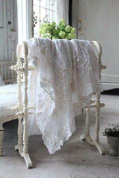10 Warm Clever Tips: Shabby Chic Diy Curtains boho shabby chic bathroom.Shabby Chic Home Curtains shabby chic pattern ana rosa. Cottage Shabby Chic, Cocina Shabby Chic, Shabby Chic Vintage, Shabby Chic Interiors, Shabby Chic Kitchen, Shabby Chic Homes, Shabby Chic Style, Shabby Chic Furniture, Shabby Chic Decor