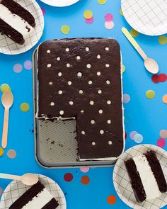 Giant Ice Cream Sandwich Cake Recipe - what a cute homemade birthday cake idea for a summer birthday party! Ice Cream Desserts, Frozen Desserts, Ice Cream Recipes, Frozen Treats, Sandwiches, Sandwich Cake, Cupcakes, Cupcake Cakes, Giant Ice Cream