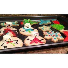 他のアイシングクッキーと一緒に。 こんな素敵なクッキーたちがオーブンから出てきたら、思わず歓声を上げちゃいますよね!