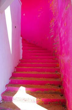 neon pink stairs--I love pink but I think this would give me a head or make me nauseous everytime.