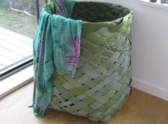 Maori Basket Weaving Handmade Flax Laundry Basket …while in Rome…! While on our annual vacation to New Zealand (my husband is a Kiw. Flax Weaving, Weaving Art, Basket Weaving, Weaving Patterns, Creative Crafts, Diy Crafts, New Zealand Flax, Coconut Leaves, Maori Designs