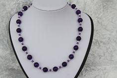 #Schmuck #Halsschmuck #Kette #lila #flieder  Nun mal ein Exemplar aus meiner Ketten-Kollektion. Dieses Mal ein wunderschönes Stück in violett, flieder, weiß - sehr elegant - ein echtes...