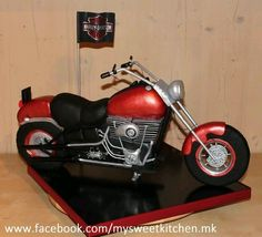 My cake for the cakeshow this year in Wels/ Austria. I got gold and best of class for my Harley. Motorcycle Birthday Cakes, Motorcycle Cake, 70th Birthday Cake, Adult Birthday Cakes, Happy Birthday, Tire Cake, Harley Davidson Cake, Fondant, Cross Cakes