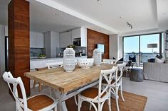Fairmont 1001 is a luxury self-catering holiday apartment in Sea Point with 3 bedrooms.
