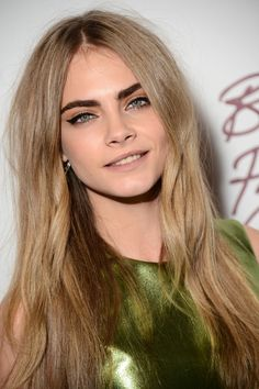 Cara Delevingne- dark eyebrows and dark blonde hair. Cara Delevigne, Cara Delevingne Hair Color, Poppy Delevingne, Hair Color Guide, Dark Eyebrows, Makeup Eyebrows, Eye Brows, Eye Makeup, Full Eyebrows