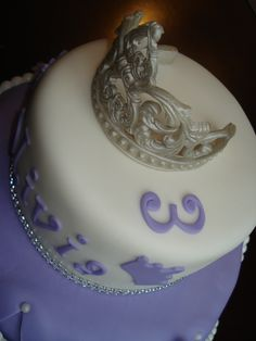 Fondant crown for Sofia the First cake