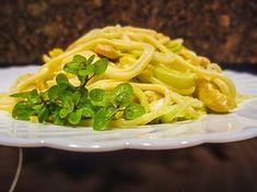 Špagety s kuřecím masem na kari se smetanou a pórkem