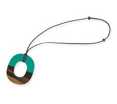Isthme Pendentif en corne de buffle et bois laqué émeraude, lien en coton ciré
