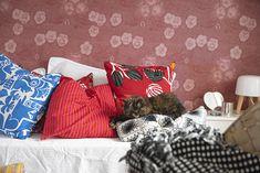 Oravankesäpesä: KORONAVAPPU 2020. Throw Pillows, Bed, Home, Cushions, Stream Bed, Ad Home, Homes, Beds, House