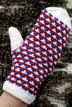 Kohoneulelapaset Novita Nalle | Novita knits Knitted Mittens Pattern, Knit Mittens, Knitting Socks, Mitten Gloves, Knitting Patterns, Diy Crochet And Knitting, Fingerless Mittens, Wrist Warmers, Free Pattern
