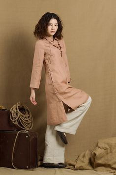 long linen tunic with exquisite buttons romantic royal style. longsleeve, suitable for chilly days. made of washed linen. Size:You may pick a size from the standard sizes below.