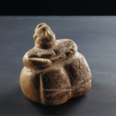 Female figurine early neolithic period Catal Höyük or Hacılar - Les Musées Barbier-Mueller Ancient Mysteries, Ancient Artifacts, Ancient Goddesses, Egyptian Mythology, Egyptian Goddess, Egyptian Art, Ancient Near East, Art Antique, Mother Goddess
