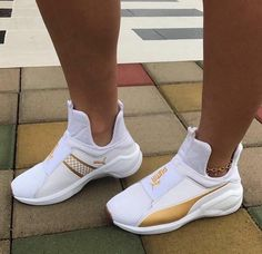Find images and videos about shoes, sneakers and puma on We Heart It - the app to get lost in what you love. Dr Shoes, Pumas Shoes, Crazy Shoes, Cute Shoes, Me Too Shoes, Shoes Heels, High Heels, Shoes Men, Moda Sneakers