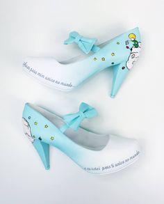 Wedding shoes ♥ Bride shoes ♥ Sapato de noiva ♥ Sapato personalizado ♥ #lapupa #bride #weddingshoes #shoes #handmade #handpainted #bride #vestidodenoiva #art #artshoes #brideshoes #weddingshoes #noiva #sapatodenoiva #wedding #inspiration #design #designshoes #bridal #bridalshoes #casamento #sapatos #sapato #pic #fotografia #photografy #savethedate #pequenoprincipe #sapatopequenoprincipe