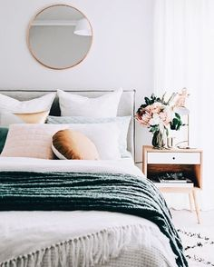 4 Principles for Creating the Perfect Bedroom Create the perfect bedroom according to these principles. White, teal and blush pink bedroom with a clean, minimal style. Blush Pink Bedroom, Blush Bedroom Decor, Green Bedroom Decor, Floral Bedroom, Teal Bedroom Accents, Emerald Bedroom, Jewel Tone Bedroom, Bedroom Flowers, Teal Home Decor