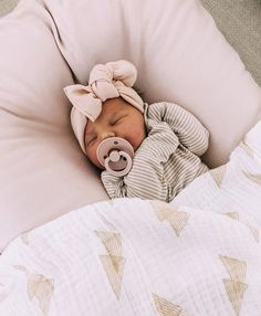 My Baby is getting so Big 💋💋 Cute Little Baby, Lil Baby, Baby Kind, Cute Baby Girl, Little Babies, Cute Babies, Cute Baby Pictures, Baby Photos, Wanting A Baby