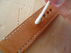 Blog about handcrafting fashionably conscious minimalist bag from the finest vegetable tanned leather.