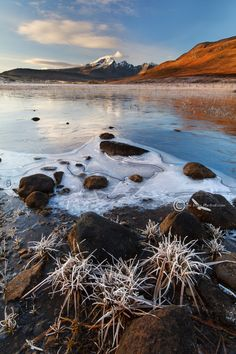 Beautiful Winter afternoon light, on Lochan Cill Chriosd, with a view towards Blaven / Bla Bheinn. What A Beautiful World, Beautiful Sunset, Beautiful Places, Beautiful Pictures, Skye Scotland, England And Scotland, Scotland Travel, Natural Phenomena, British Isles