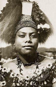 Wife of a Samoan chief. The wife of a Samoan chief wears traditional 'meke' ...  savaii.blogspot.com
