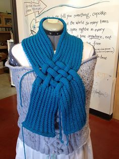 Ravelry: Celtic Knot Looped Scarf pattern by Patricia Everett All Free Knitting, Knitting Patterns Free, Knitting Yarn, Scarf Knots, Loop Scarf, Road Trip Scarf, Chevron Scarves, Thick Yarn, Celtic Knot