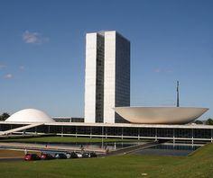 Congresso Nacional, onde deputados e senadores se reúnem para trabalhar em proveito próprio.