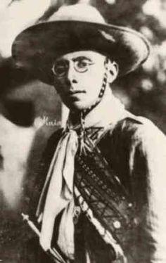 Virgulino Ferreira da Silva, mais conhecido como Lampião, nasceu em 7 de julho de 1897 na pequena fazenda dos seus pais em Vila Bela, atual município de Serra Talhada, no estado de Pernambuco. Era o terceiro filho de uma família de oito irmãos.
